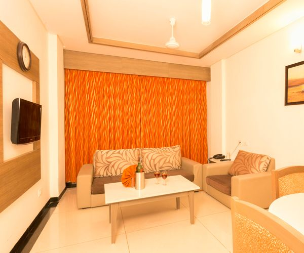 Get a Luxury facilities like Bar, board room,Banquet Hall etc and feel like a star.