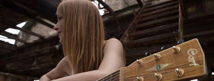 Η Φλώρα Χρυσού παρουσιάζει το νέο της single Μάτια ψηλά