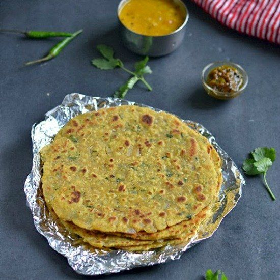A delicious and authentic Rajasthani roti/flat bread made with a combo of gram flour/chickpea flour and wheat flour.