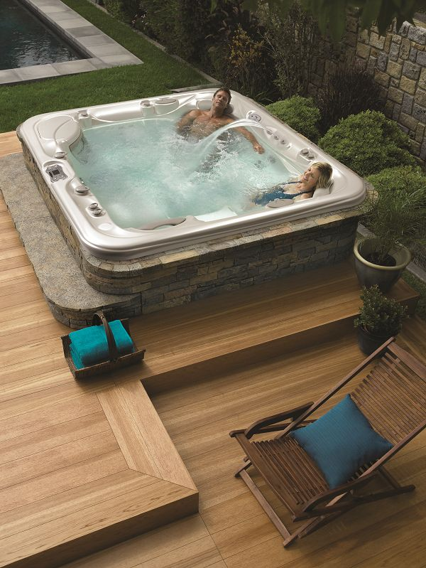 Love the clean simplicity of this hot tub deck and smooth wood finish — very modern and peaceful.