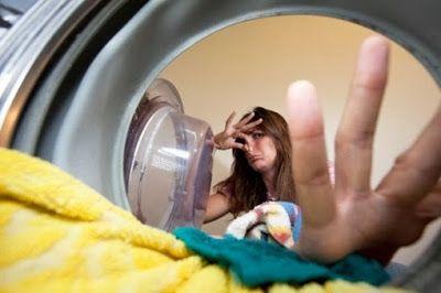 Δεν είσαι ούτε η πρώτη, ούτε η τελευταία νοικοκυρά που ξεχνάει τα ρούχα στον κάδο του πλυντηρίου. Έντονη και άσχημη μυρωδιά μούχλας περνάει στα ρούχα και το πρώτο που σκέφτεσαι είναι πραγματικά να τα πετάξεις …