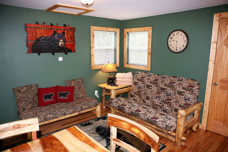 Aspen log furniture and a personal hot tub contribute to an idyllic mountain escape in the Black Bear. This 1-bedroom, ¾-bath cabin includes a queen bed, queen futon, cable TV and covered porch with beautiful mountain views. Relax in front of a gas fireplace with free DVD movie rentals, dine in with a full kitchen and gas grill, or explore downtown shopping and dining minutes from your door. Winter stays present an opportunity to traverse Rocky Mountain National Park just one mile away in…