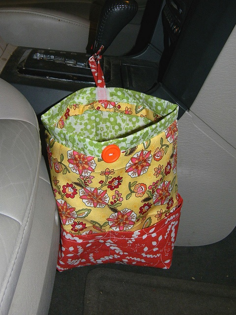 Car Trash Bag. Made from 3 fat quarters of fabric and VERY easy to do yourself. Costs about 3-5 dollars to make.
