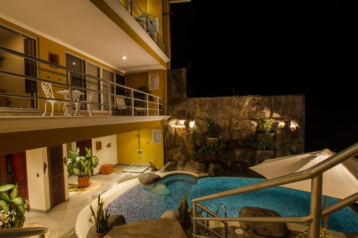 Swimming Pool & Jacuzzi | Villa Milenita