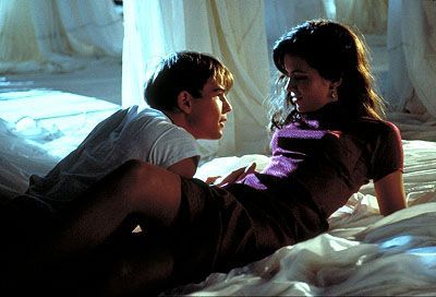 Josh Hartnett and Kate Beckinsale in Pearl Harbor - 2001