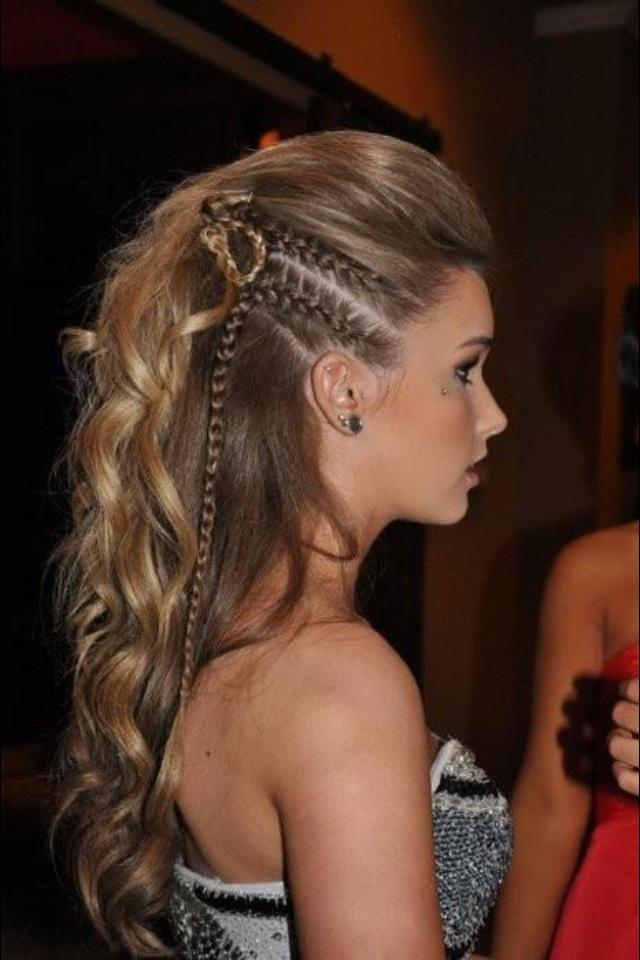 Penteado ondulado com trança