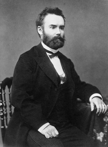 Pauler Gyula   (Zágráb, 1841. május 11. – Badacsonytomaj, 1903. július 8.)   Jogász, levéltáros, történész és író, a Magyar Tudományos Akadémia tagja. Egyik legjelentősebb műve, a Magyar nemzet története az Árpád-házi királyok alatt 1893-ban jelent meg. 1894-ben e művéért MTA nagydíjjal tüntették ki. Az ő javaslatára fogadták el a millennium évének az 1895-ös évet.