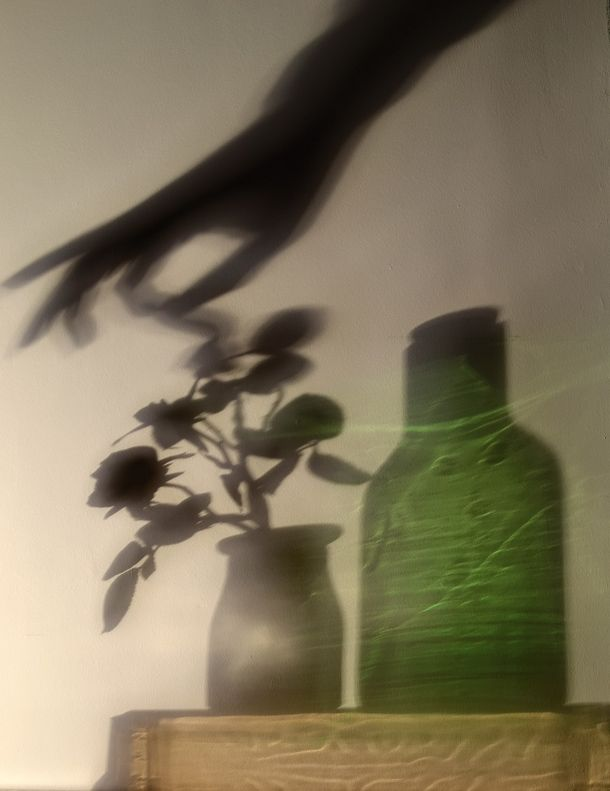 Shadow Art: abstract photography effects with everyday items