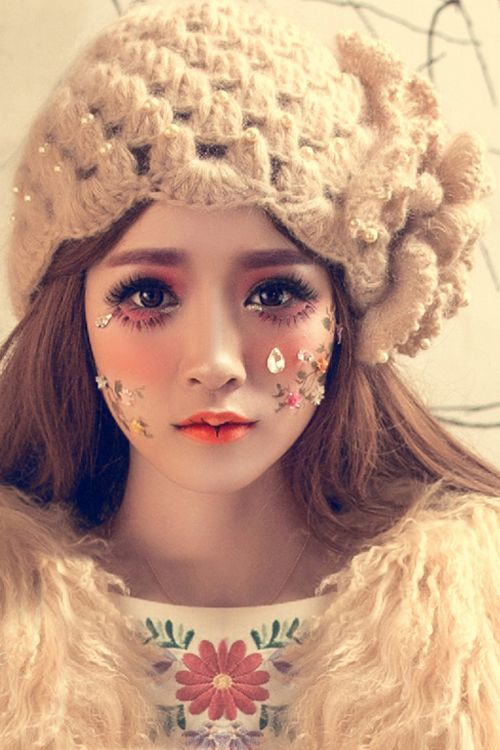 Flower Petal Beaded Knitted Hat - APRICOT