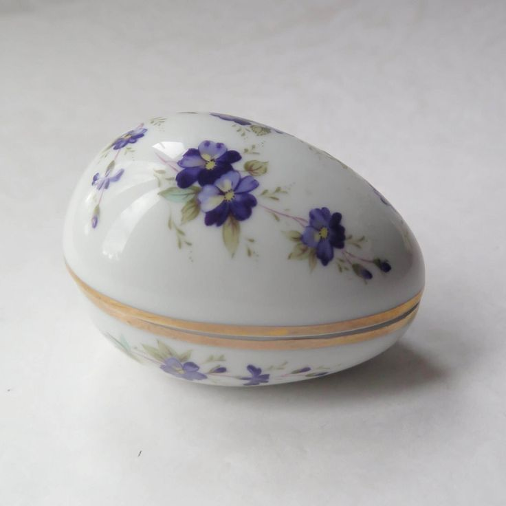 40 best vintage easter basket and fashions images on pinterest porcelain easter egg trinket box violets gilding made in japan mid century easter decor jewelry candy negle Gallery