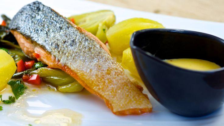 Pavé de saumon à l'unilatérale et sauce hollandaise