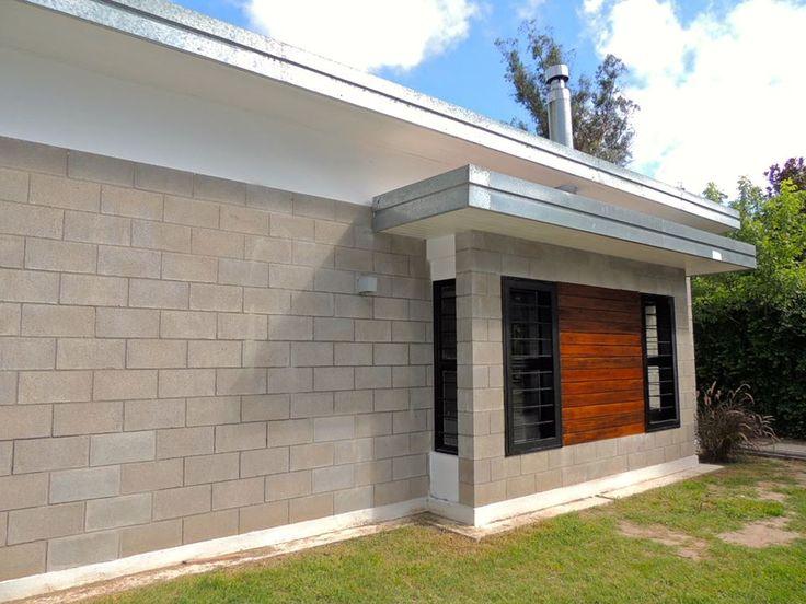 Casa en bloques de cemento zinc y madera tensoblock for Casas modernas hormigon visto