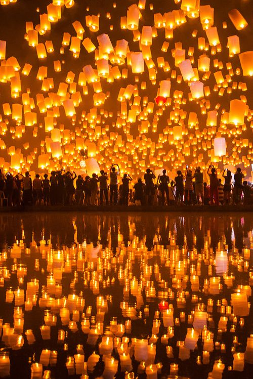 "Never go to Thailand ""Yi Peng"" Floating lanterns festival in Chiang Mai"