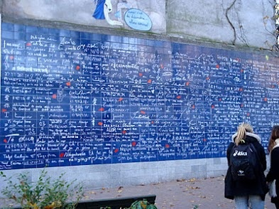 The 'I Love You' wall by metro Abbesses    http://www.lesjetaime.com/english/