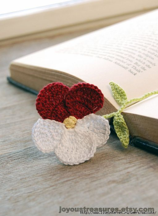 ♥ crocheted pansy bookmark ~ no pattern available....cute idea.