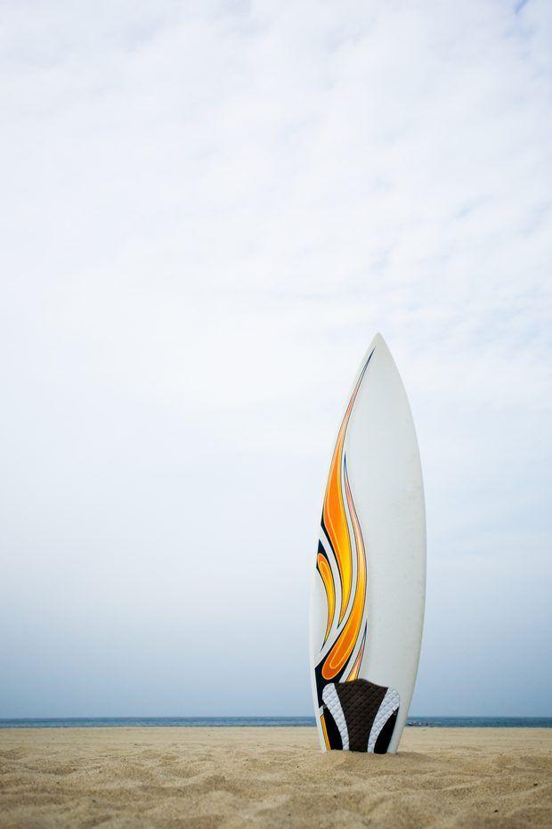 Que tipo de tinta deve ser usado para pintar a superfície de uma prancha de surf laminada?