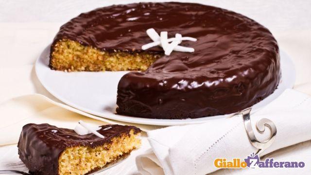 Torta al cocco e cioccolato: Dolce Morbido, Cake Recipe, Ricoperto Da, Chocolate, Yummy Sweets, Una Gustosa, Sweet Recipes
