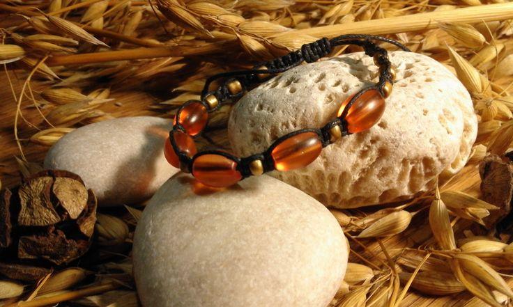 Oranžovky+v+černé+oranžové+oválné+mačkané+korálky+v+kombinaci+se+zlatým+rokajlem+v+černé+voskované+šňůrce.+NAstavitelná+velikost