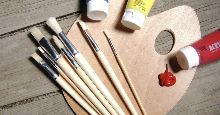Como pintar bonecos de argila de polímero com tinta acrílica. A argila de polímero é um material flexível, que pode ser usado para criar itens como joias e amuletos. Ela também fornece uma substância adequada para esculpir bonecos de barro e, após o aquecimento e a definição, o material pode ser pintado. Você pode usar pinturas acrílicas para aplicar características faciais e tons de pele diretamente sobre ...