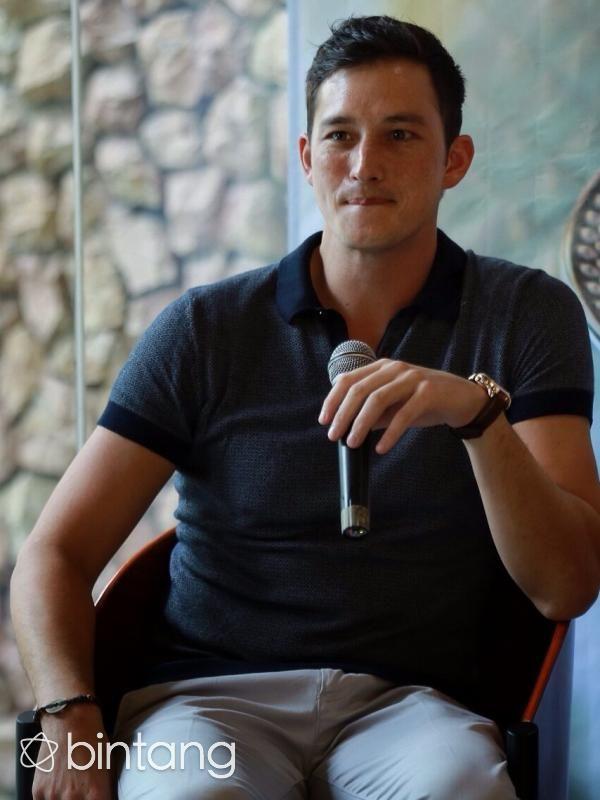 Mike Lewis menjadi salah satu orang yang mengaku susah mendapatkan beberapa hal di Indonesia. Mantan suami Tamara Bleszynski menyebut beberapa di antaranya adalah kesulitan untuk mendapatkan SIM. Bukan karena dirinya belum bisa menyetir atau berhadapan dengan oknum-oknum polisi nakal. Namun, hal tersebut dikarenakan status dirinya yang masih tercatat sebagai pemilik paspor negara Kanada. (Galih W. Satria/Bintang.com)  #MikeLewis #Selebritis #Blasteran #Bintang #Indonesia