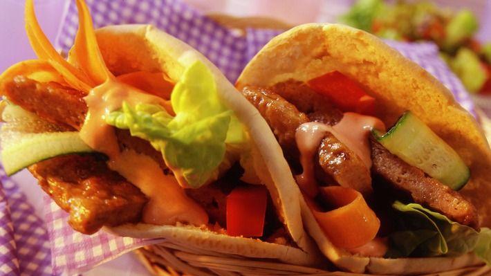 Kyllingburger i pitabrød - Rask - Oppskrifter - MatPrat