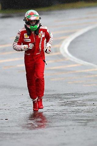 Giancarlo Fisichella (ITA) Ferrari runs back to the pits after spinning in Q1.  Formula One World Championship, Rd 16, Brazilian Grand Prix, Qualifying Day, Interlagos, Sao Paulo, Brazil, Saturday, 17 October 2009