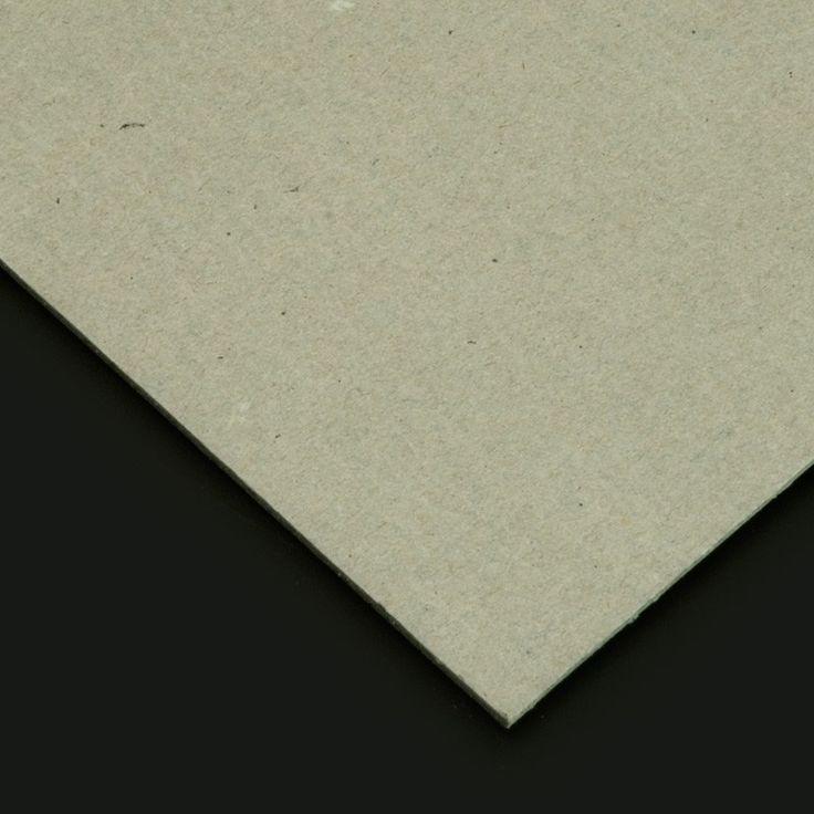 El cartón piedra se trata de un cartón rígido de color gris perfecto para las manualidades. Viene a ser como un papel maché de fabricación industrial. También se le conoce por el nombre de cartón fallero (puesto que  se utiliza, asimismo, para fabricar los ninots de las fallas valencianas) y se presenta preparado en láminas secas de color gris. Este material se compone de pasta de papel, yeso y aceite secante.