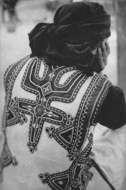 Malsi e madhe, 1958. Nord de l'Albanie, Norte de Albania, Northern Albania, 1958. Hollësi e një kostumi femëror malisor. Détail d'un costume féminin. Detalle de un vestido de mujer. by Only Tradition
