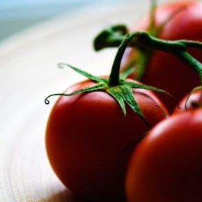 Fakt iż należy jeść warzywa i owoce, ponieważ są zdrowe i zawierają wiele witamin jest bezsporny.  http://blog.ruszamysie.pl/dlaczego-warto-jesc-pomidory/