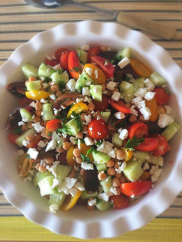 Ensalada Mediterranea! Mezcla perfecta de ingredientes que hacen la mejor ensalada!
