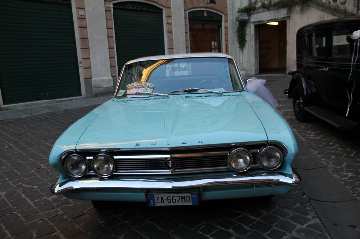 Una Buick Skylark del 1962 e non passerete inosservati!
