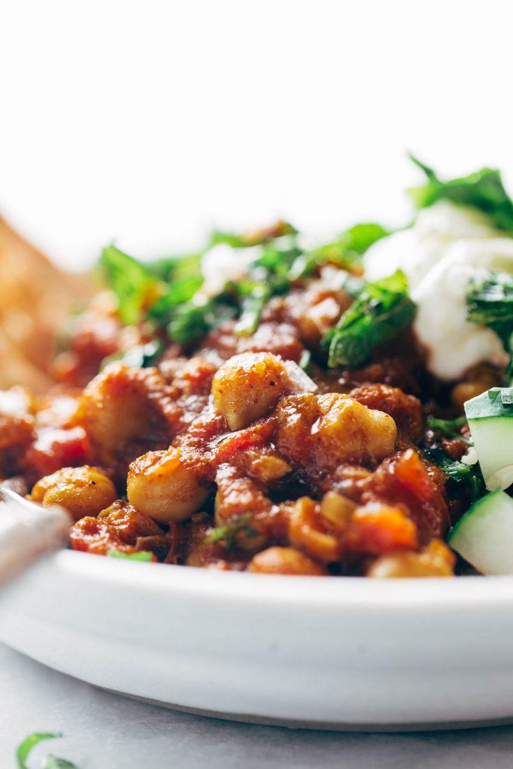 Detox Moroccan Chickpea Glow Bowl: clean eating meets comfort food! vegetarian / vegan.   pinchofyum.com