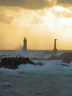 Bretagne - Le Phare de Nividic, à l'ouest d'Ouessant, fonctionne à l'énergie solaire - Finistère