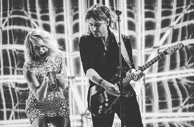 49 vind-ik-leuks, 3 reacties - Carrie Underwood Fan (@carrieunderwoodfan_5) op Instagram: 'I loved this performance at the Grammys❤❤ #carrieunderwood #grammys2017 #keithurban #thefighter'
