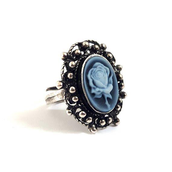 Ehi, ho trovato questa fantastica inserzione di Etsy su https://www.etsy.com/it/listing/523386262/pietra-rosa-blu-cameo-anello-blu-agata