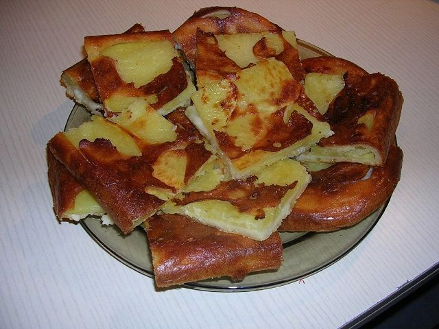 Ezt a receptet a nagyanyámtól tanultam, aki nagyon takarékosan tudott főzni. Ez az étel sem kerül sokba, gyorsan elkészíthető, egyszerű. Gazdagabb leves mellé, vagy vacsorára tökéletes. Nagyon kevesen ismerik már ezt a krumplis receptet, azért gondoltam közre adni. Hozzávalók: burgonya … Egy kattintás ide a folytatáshoz.... →