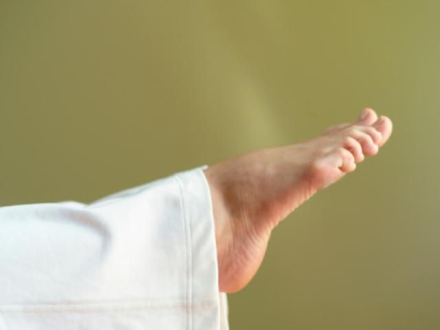 Foot and Ankle Stretches for Warm-ups and Heel Spurs: Downward Ankle Stretch