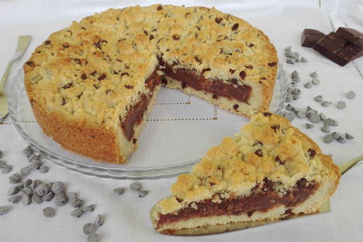 La sbriciolata con gocce di cioccolato e crema pasticcera alla nutella è un dolce molto gustoso, che farà impazzire gli amanti delle crostate e della nutella. Ecco la ricetta per prepararla