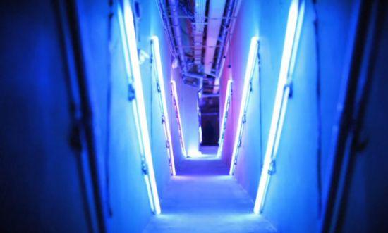 blue hallway: Blue Hallways, Neonsen