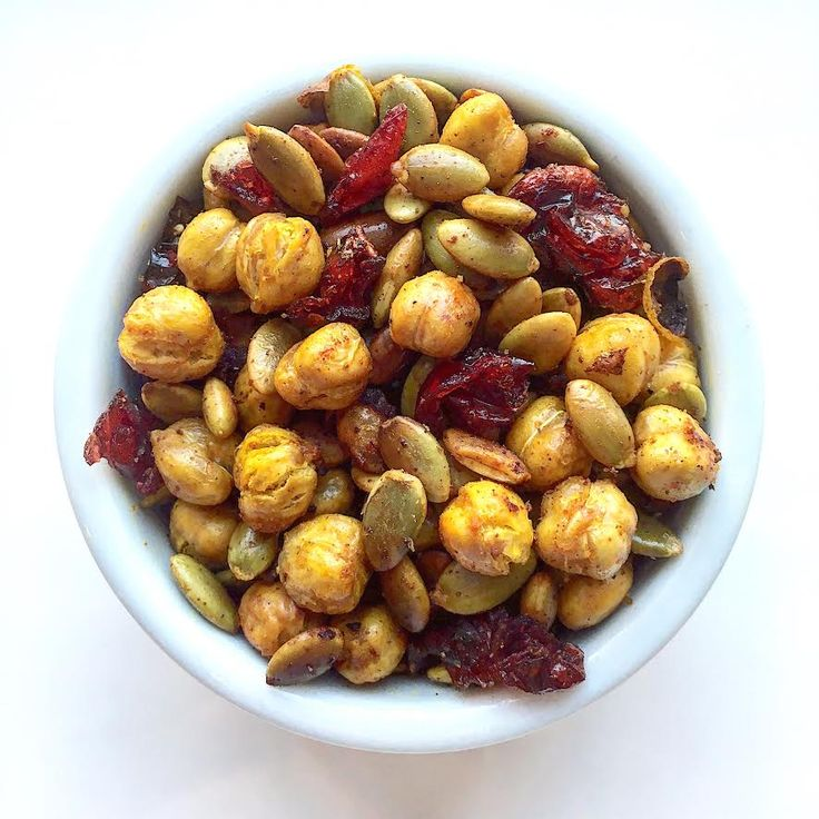 Chickpea & pumpkin seeds with turmeric seasoning. Wohoo! Very proud of this concoction and it has been kid approved in my house. Chickpeas? So much to say! Packed with protein, fiber and helps control blood sugar. Truly perfect for a school snack!