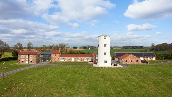 Budova bývalého mlýna je stále orientačním bodem pro celé okolí.