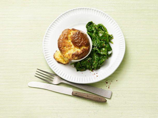No Carb Rezepte: Käsesoufflé mit Spinat