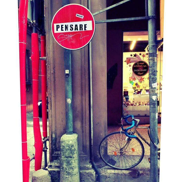 """By laura.deedee: """"Smetti di pensare per un po Prova a liberarti tu da te"""" #pezzidicanzoni #antonacci #song #italiansinger #Italy #Italia #italian_place #décembre #walking #colours #mybologna #pensare #vivobologna #vélo #arcade #arcade #micrhobbit"""