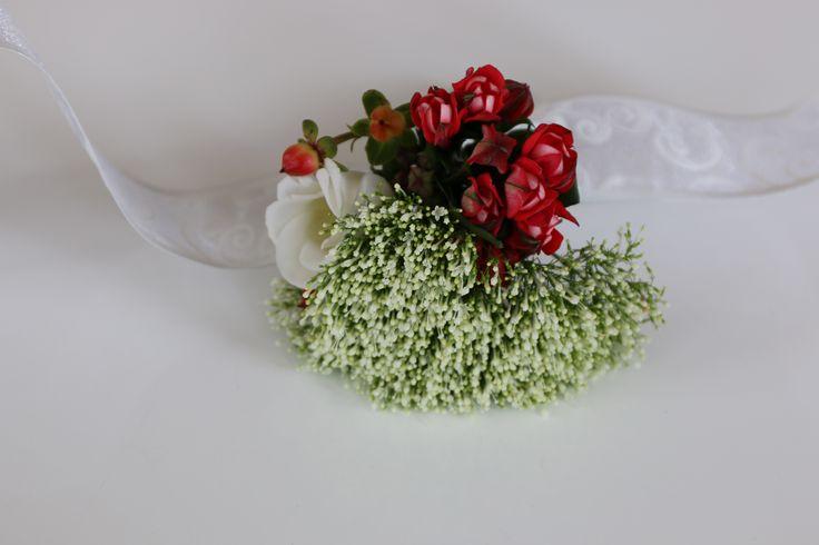 Браслет на руку подружке невесты. Красная свадьба. Трахелиум, бувардия и эустома / лизиантус
