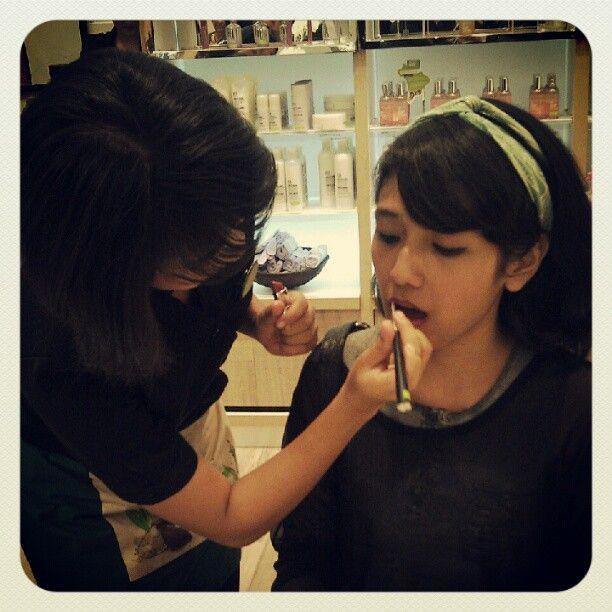"""""""Cantik alami dengan make up ramah lingkungan. #BeautyWithHeart :D"""""""