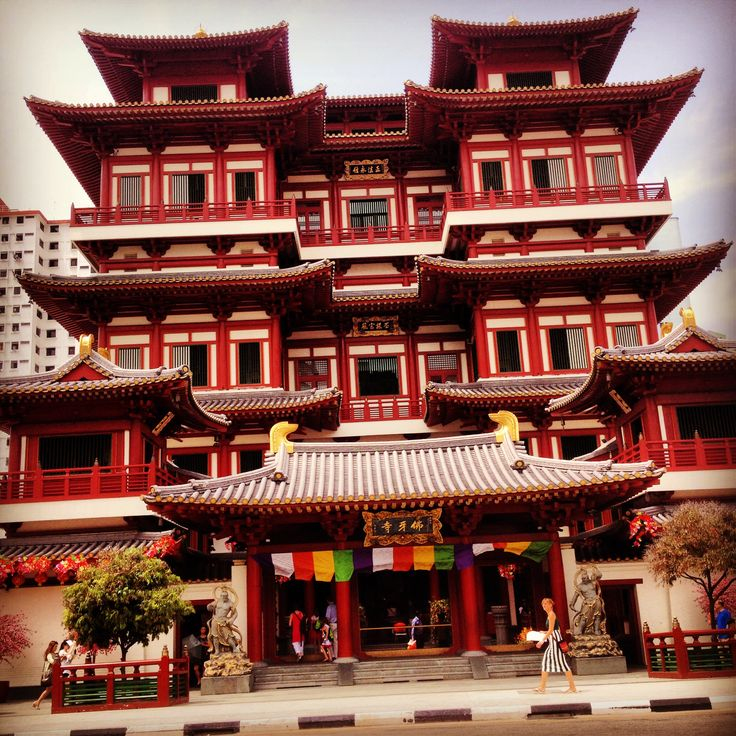 The Buddha Tooth Relic Temple in  Singapore's Chinatown