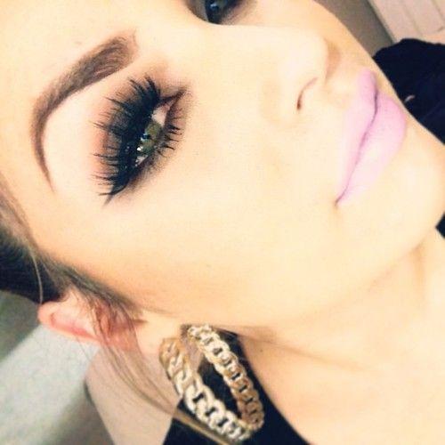 <3. The makeup!!