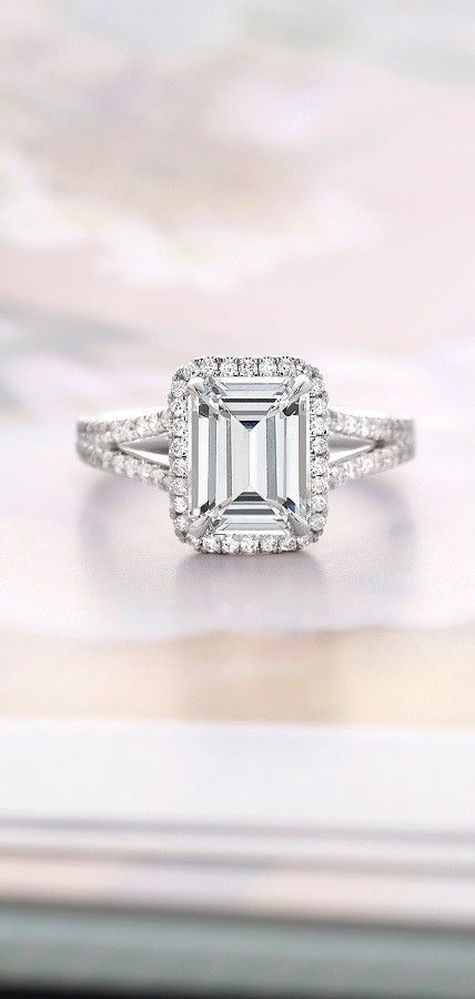 This halo ring has a distinctly glamorous look.