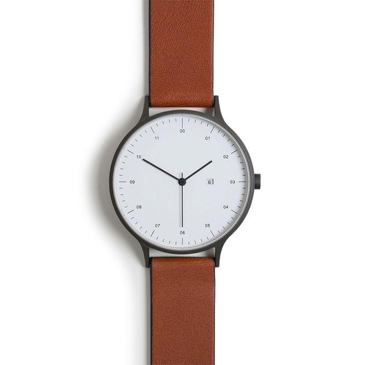 Item detail2014年より本格始動したイギリスの新鋭プロダクトデザインチームINSTRMNT(インストゥルメント)。彼らが世に出す製品として初めて手掛けたのは腕時計。『シンプルでミニマル』フェイスにもブランドロゴは