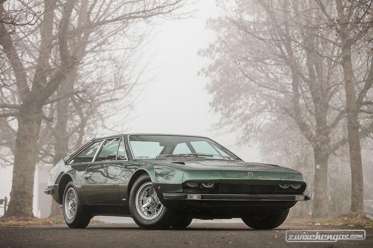 Lamborghini 400 GT Jarama (1971) - Alles zu Lamborghini: https://www.zwischengas.com/de/themen/Lamborghini?from=indexbanner&utm_content=buffer05222&utm_medium=social&utm_source=pinterest.com&utm_campaign=buffer  Foto © Peter Singhof - Courtesy Artcurial